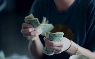 ¿Por qué hay personas que te piden dinero y no te lo devuelven?